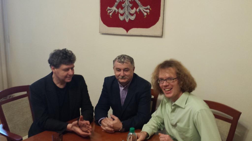 T. Eckert, J. Kozina, P. Symann podczasroboczego spotkania w gabinecie Starosty.jpeg